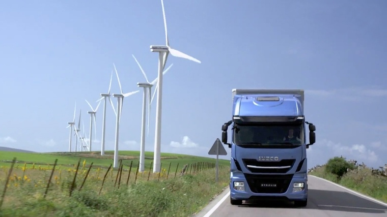 edito photo x multi energy camion éolienne full freight transport