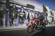 Moto Éditorial pilot road4 1 Pneus