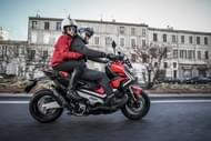 Moto Éditorial pilot road4 2 Pneus