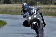michelin photos road5 gt fontange wet yamaha fjr 2017 pc4273